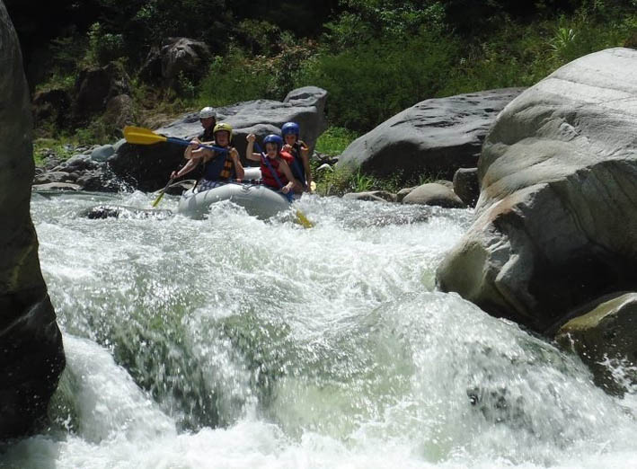 Rafting the Rio Cangrejal - Half Day